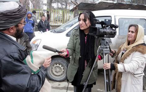 Jornalistas afegãs em ação. Foto: UNAMA/Jawad Jalali